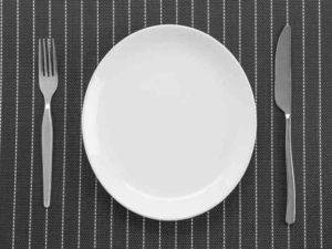 Tányérok és étkészletek