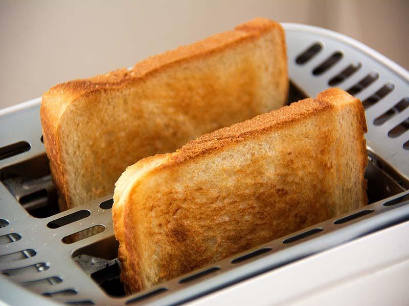 kenyerek kenyérpirítóban